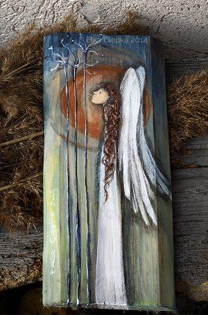 Anioł Zachwytu malowany na drewnie