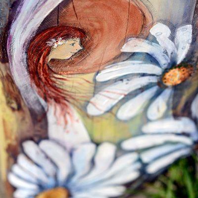 Anioł Dobrych Życzeń - Anioł z margerytkami malowany na drewnie jako prezent dla Rodziców