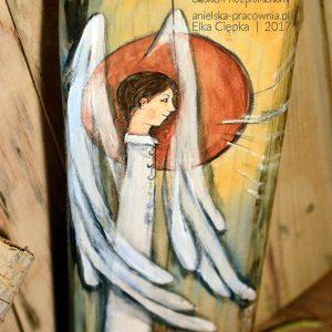 Anioł Blaskiem Rozpromieniony to oryginalny i niepowtarzalny prezent dla chłopca z okazji Komunii lub Chrztu