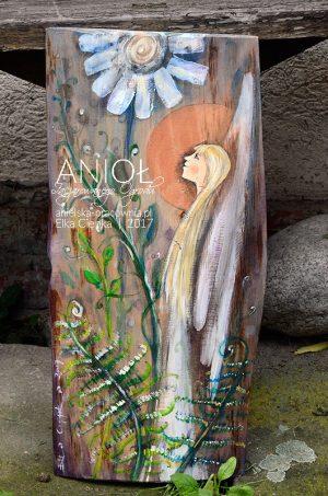 Anioł Zaczarowanego Ogrodu jest idealnym prezentem dla osób z bujną wyobraźnią lub takich, którym brakuje w życiu czarodziejskiej odskoczni