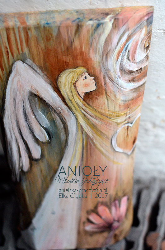 Anioły Miłością Jednoczące to 2 Anioły, tworzące całość. Przeznaczone dla dwóch osób jako prezentna ślub, rocznicę ślubu lub podziękowanie dla rodziców