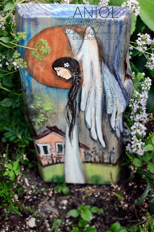 Anioł Szczęśliwego Domu może być doskonałym prezentem na nowe mieszkanie lub do nowego domu z istotnym przesłaniem i dobrym życzeniem, aby w tym domu gościło szczęście