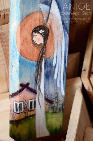 Anioł Szczęśliwego Domu powinien znaleźć się w każdym domostwie, niosąc szczęście dla mieszkańców